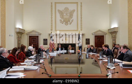 Washington, DC, USA. 22nd Oct, 2014. An open meeting to discuss a final rulemaking requiring sponsors of securitization - Stock Photo