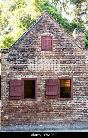 A civil war era slave cabin at Boone Hall Plantation in Mt Pleasant, South Carolina. - Stock Photo