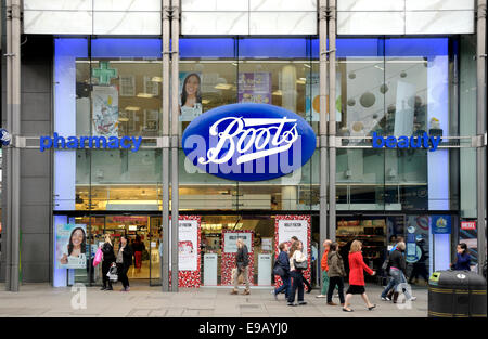 London, England, UK. Boots chemist shop in Oxford Street - Stock Photo
