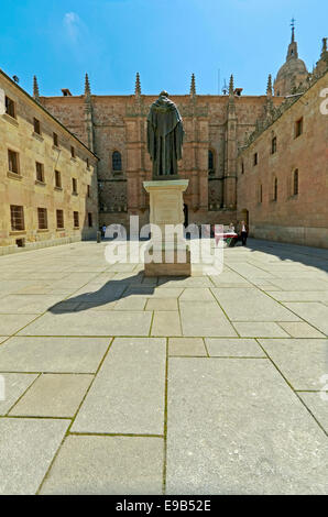 View on the statue of Augustinian friar Fray Luis Ponce de León in front of the University of Salamanca, Castilla - Stock Photo