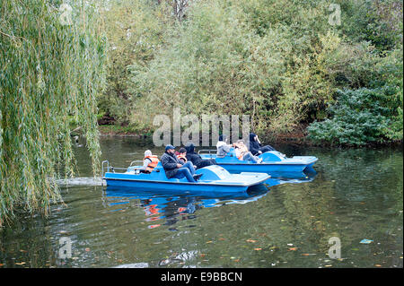 Boating on the lake at Regent's Park, Royal Park of London. - Stock Photo