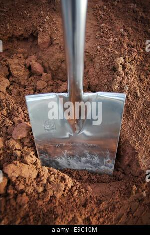 Weilerbach, Germany. 24th Oct, 2014. A shovel reading 'ROB (Rhine Ordnance Barracks) Medical Center' on the grounds - Stock Photo