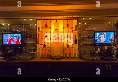 Bar in the Hilton Checkers Hotel, downtown Los Angeles, California, USA - Stock Photo