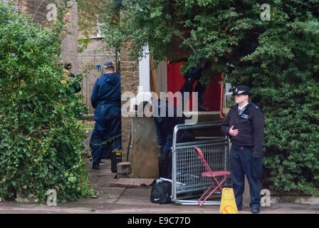 Ealing, UK. 24th Oct, 2014. Police outside the former home in Ealing of Alice Gross murder suspect Arnis Zalkalns. - Stock Photo