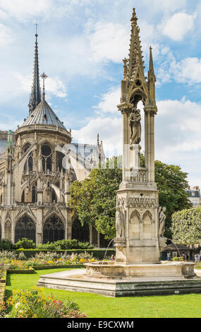 view from jean XXIII square towards the eastern facade of notre dame cathedral, paris, ile de france, france - Stock Photo