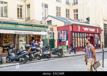 street scene rue sainte-croix de la bretonnerie in front of epicerie provencale and le point virgule theatre, marais - Stock Photo