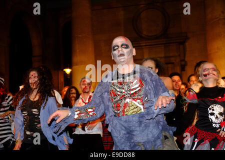 London, UK. 25th Oct, 2014. A flash mob performs Michael Jackson's thriller as part of a worldwide event 'Thrill - Stock Photo