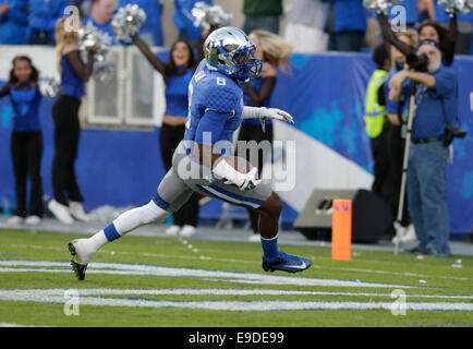 Lexington, Ky, US. 25th Oct, 2014. Kentucky's Javess Blue (8) scored a touchdown in the third quarter of the Mississippi - Stock Photo