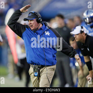 Lexington, Ky, US. 25th Oct, 2014. Kentucky head coach Mark Stoops called out to his defense in the fourth quarter - Stock Photo