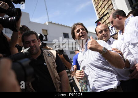 Canelones. 26th Oct, 2014. The presidential candidate of the National Party, Luis Lacalle Pou (Front), leaves after - Stock Photo