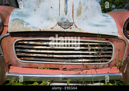 Detail of the front of an old Morris Minor car - Stock Photo