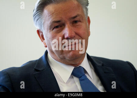 Berlin, Germany. 27th Oct, 2014. Berlin's Mayor Klaus Wowereit attends a press conference in Red City Hall, Berlin, - Stock Photo