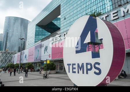 Centre commercial les quatre temps la defense paris france stock photo ro - Les quatre temps boutiques ...
