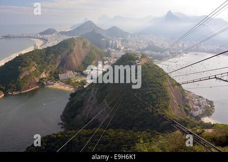 Cable car to the Pão de Açúcar or Sugarloaf Mountain, stop on the Morro da Urca, Botafogo, Rio de Janeiro - Stock Photo