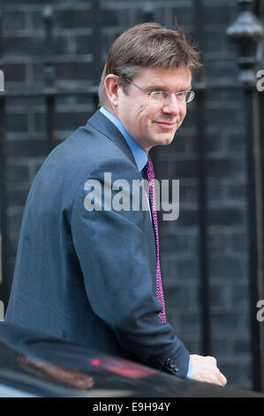 London, UK. 28th Oct, 2014. Universities and Science Secretary Greg Clark arrives at 10 Downing Street for a Cabinet - Stock Photo