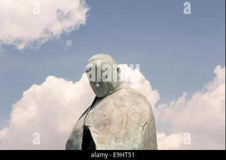 Statua di Papa Giovanni Paolo II. Pope John Paul II Statue at Termini. - Stock Photo