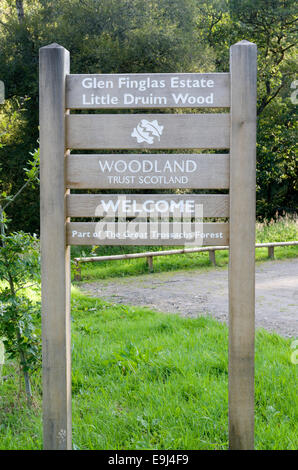 Welcome Sign to Little Druim Wood, Glen Finglas, Trossachs, Stirlingshire, Scotland, UK - Stock Photo