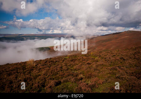 Cloud inversion in the Peak District National Park. Looking out from Whinstone Lee Tor towards Back Tor. - Stock Photo