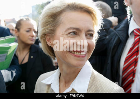 Berlin, Germany. 29th Oct, 2014. Fire Alarm start a few minuts from the press conference with the German Minister - Stock Photo