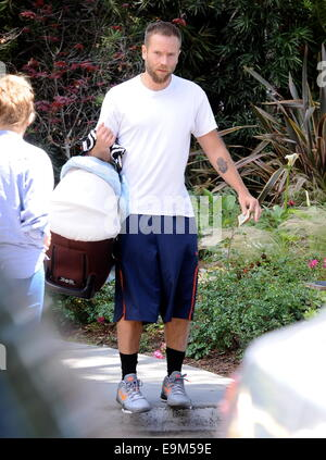 Teresa Palmer spotted with newborn son Bodhi, stepson Isaac, and her mother, Paula Sanders, at Babies'R'Us. Later - Stock Photo