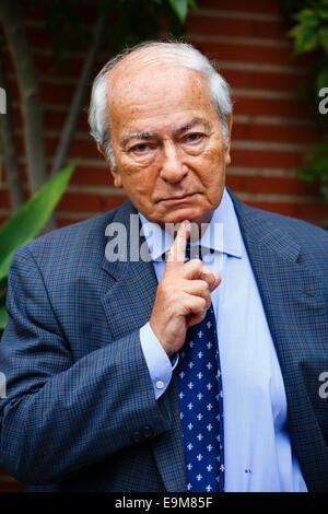 Italian journalist Riccardo Ehrmann (84) poses in his home in Madrid, Spain 15 October 2014. Ehrmann working for - Stock Photo