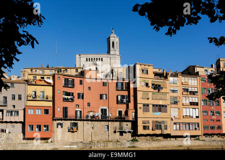 Apartments next to the river in the historic centre of Girona, Catalonia, Spain - Stock Photo