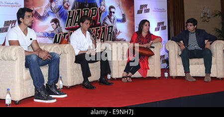 Kolkata, India. 29th October, 2014. India Bollywood Actor Shahrukh Khan along with his co-stars during the press - Stock Photo