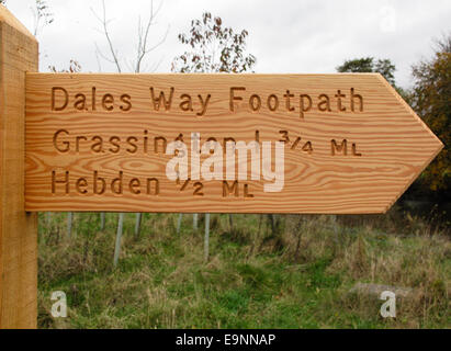 Dales Way Signpost on the Dales  Way long distance footpath between Burnsall and Grassington in the Yorkshire Dales - Stock Photo