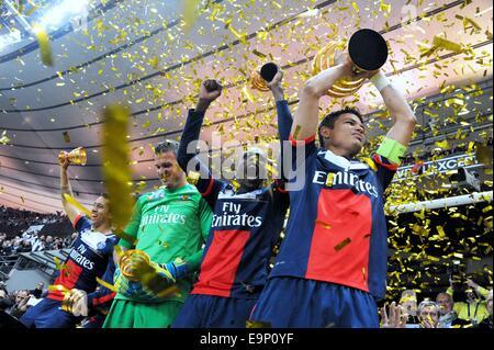 St. Denis, France. 30th October, 2014. Stade de France, St Denis, PSG versus Lyon. Thiago Silva (psg) and Blaise - Stock Photo