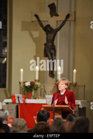 Templin, Germany. 31st Oct, 2014. German Chancellor Angela Merkel (CDU) speaks at Mary Madgalene Church in Templin, - Stock Photo