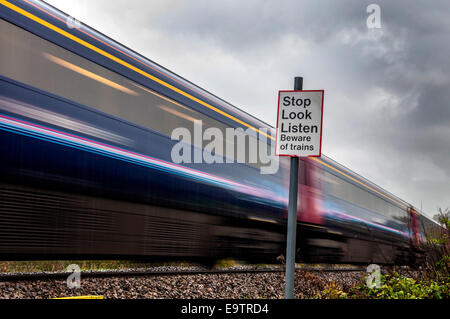 Bathford, Somerset, UK. 02nd Nov, 2014. A diesel train passes a crossing near the village. Network Rail is electrifying - Stock Photo