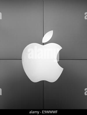 Exterior of an Apple Store with logo, Ardmore, Pennsylvania, USA - Stock Photo