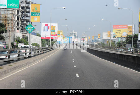 Dhaka, Bangladesh. 3rd Nov, 2014. Road is nearly empty during a countrywide 72-hour strike enforced by Bangladeshi - Stock Photo