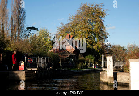 River Thames at Sonning Lock, Berkshire, England, United Kingdom - Stock Photo