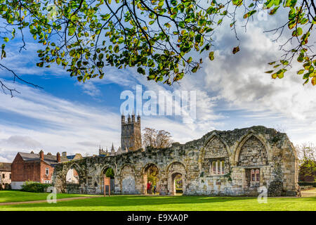 Gloucester cathedral rises above the ruins of St Oswald's priory, bathed in autumn sunshine, in the city of Gloucester, - Stock Photo