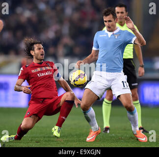 Roma, Italy. 3rd Nov, 2014. Miroslav Klose (R) of Lazio vies with Daniele Conti of Cagliari during their Serie A - Stock Photo