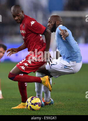 Roma, Italy. 3rd Nov, 2014. Mickael Ciani (R) of Lazio vies with Segundo Ibarbo of Cagliari during their Serie A - Stock Photo