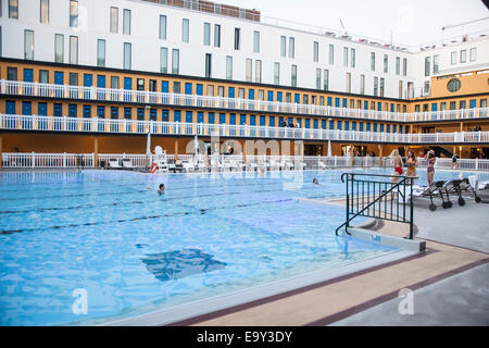 France paris hotel molitor swimming pool opening in may for Public pools in paris france