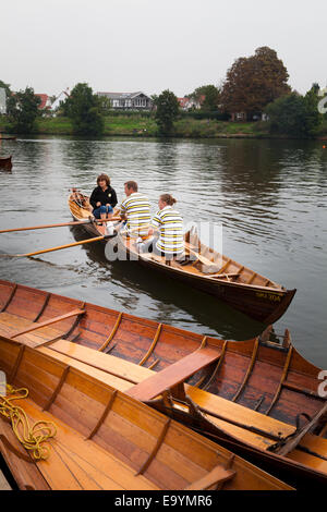Rowing club members of the Skiff Club on the Thames - Stock Photo