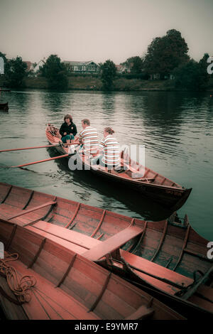 Rowing club members of the Skiff Club on the Thames instagram effect - Stock Photo