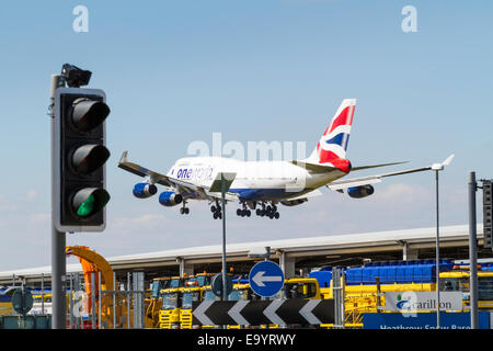 British Airways Boeing 747-436, BA Jumbo Jet, G-CIVD, on its approach for landing at London Heathrow, England, UK - Stock Photo