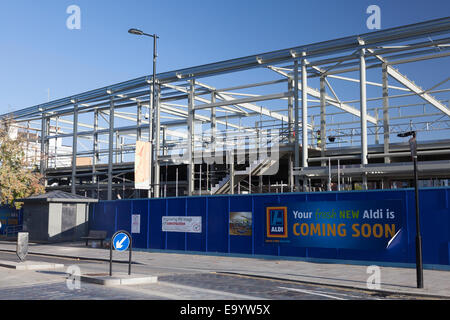 Aldi store being constructed on the site of the former Red Lion Hotel, Coulsdon, Surrey - Stock Photo