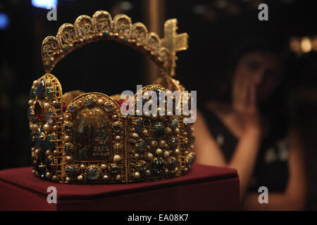 A visitor examines the Imperial Crown of the Holy Roman Empire in the Imperial Treasury at the Hofburg Palace, Vienna, - Stock Photo