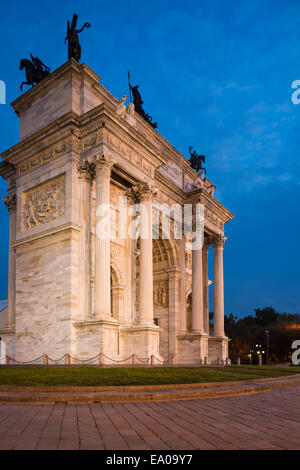 Arch of Peace at night, Piazza Sempione, Milan, Italy - Stock Photo