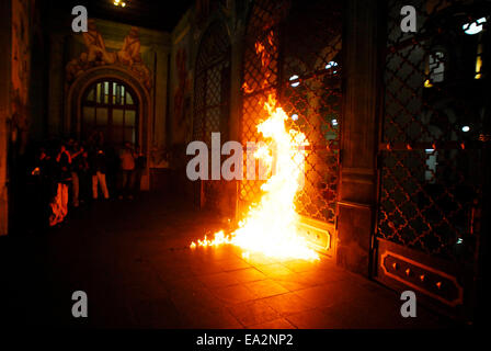 Iguala, Guerrero, Mexico. 5th November, 2014. In the contingent were joined called Black Block, with torches and - Stock Photo