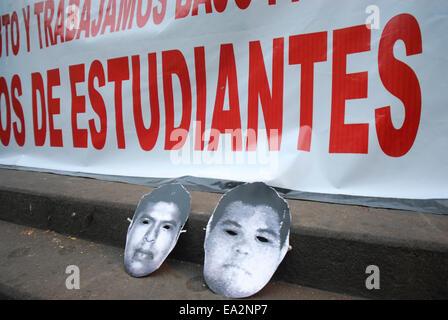 Iguala, Guerrero, Mexico. 5th November, 2014. Students UV, students for teachers of Normal School of Veracruz and - Stock Photo