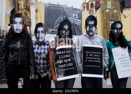 Iguala, Guerrero, Mexico. 5th November, 2014. Some wore masks with the faces of missing normalistas, others brought - Stock Photo