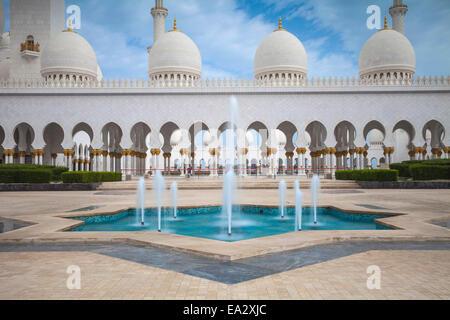 Sheikh Zayed Grand Mosque, Abu Dhabi, United Arab Emirates, Middle East - Stock Photo
