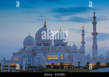 Sheikh Zayed Grand Mosque, Abu Dhabi, United Arab Emirates, Middle East - Stock Photo