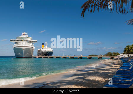 Cruise ships and disembarking passengers, seen from the cruise terminal beach, Grand Turk, Turks and Caicos, West - Stock Photo